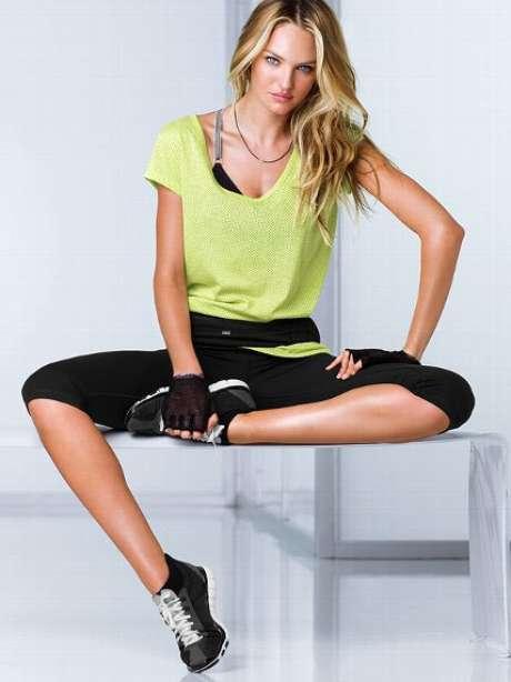<p>Dentro de su rutina diaria de ejercicios practica boxeo tres veces por semana, yogay pilates. Adicionalmente se enfoca en trabajar intensamente la espalda baja, la cadera, los glúteos, el equilibrio y la estabilidad.</p>