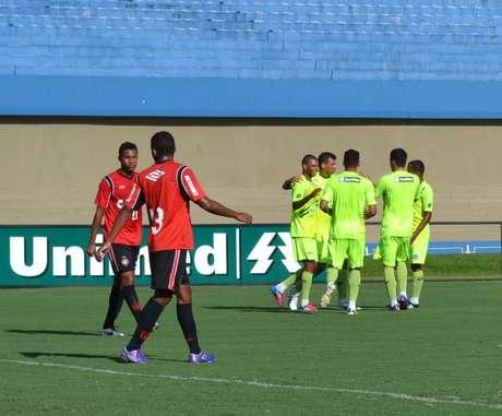 <p>Com mais ritmo de jogo, Goiás foi melhor no jogo-treino</p>