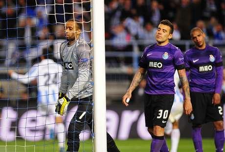Hélton lamenta gol sofrido pelo Porto na derrota do Málaga