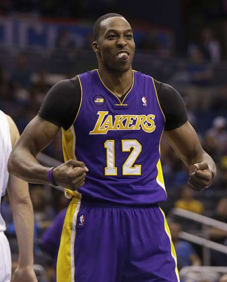 Ex-jogador do Magic, Dwight Howard foi o grande destaque da vitória dos Lakers, com 39 pontos e 16 rebotes