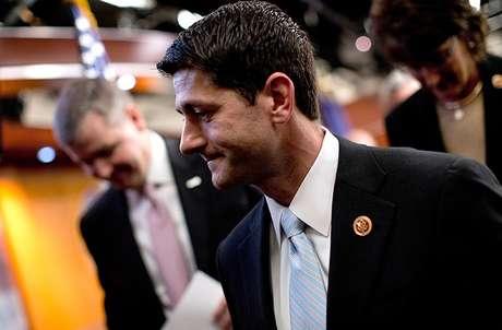 """<p><span style=""""font-size: 15px;"""">El plan de Ryan incluye reformas a los programas de beneficencia social y la anulación de la reforma de salud de 2010, medida que los demócratas califican de poco realista.</span></p>"""