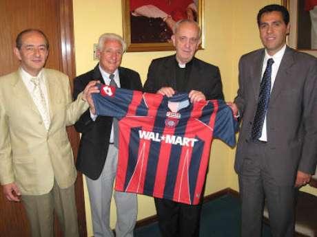 Francisco Primero con la camiseta de San Lorenzo.