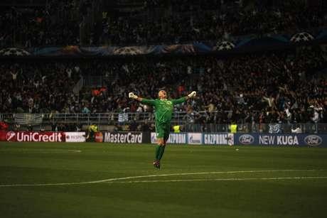 Willy comemora sozinho o gol de Santa Cruz na vitória do Málaga