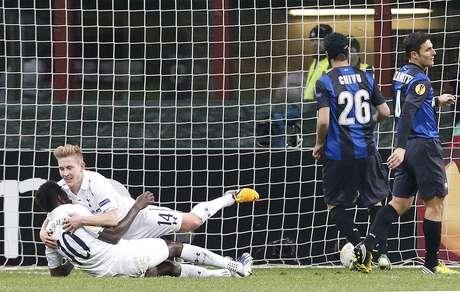 Gol de Adebayor garantiu a classificação do Tottenham às quartas de final da Liga Europa