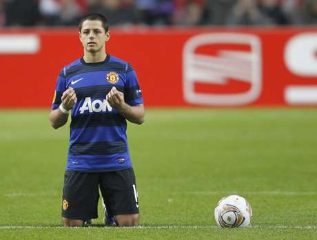 <p>This is 'Chicharito's most famous gesture. He always prays in the middle of the field moments before the game starts.</p>