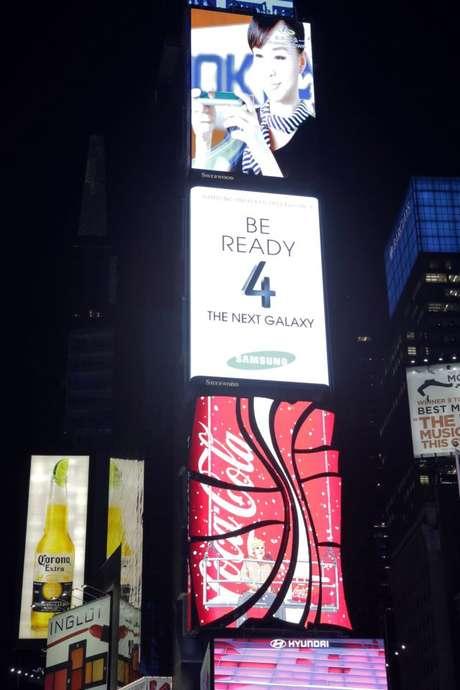 Em Nova York, onde será o evento de lançamento, a Times Square foi preparada para tentar criar expectativa pelo Samsung Galaxy S4