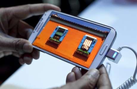 <p>Download de um filme que demora tr&ecirc;s minutos com o 4G convencional levaria um pouco mais de 1 minuto, disse a Samsung</p>