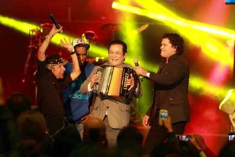 <p>En una noche llena de música y talento colombiano se llevaron a cabo los Premios Nuestra Tierra 2013. Los mejores exponentes musicales del país en sus respectivos géneros acudieron a la cita con su mejor actitud y energía. Aquí los mejores momentos de la ceremonia realizada en el Palacio de los Deportes de Bogotá.</p>