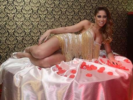 <p>Carol Narizinho diz que usa fantasias para apimentar a relação</p>