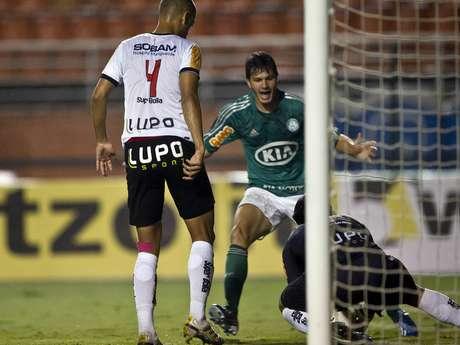<p>Kleber se cobrou por chances desperdi&ccedil;adas diante do Paulista</p>