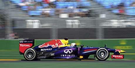 <p>El tricampeón Sebastian Vettel, de Red Bull, abrió la temporada 2013 de Fórmula 1 con el mejor tempo de este viernes en los dos primeros ensayos libres del GP de Australia.</p>