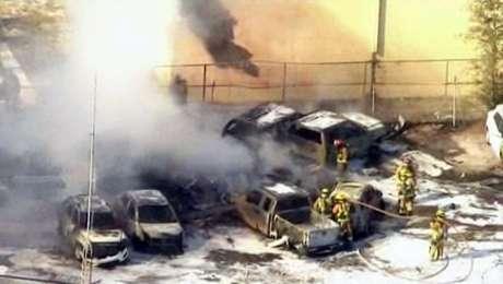 <p>El accidente dejó, además,una docena de carros requemados en el lugar. Se descartaron víctimas en tierra.</p>