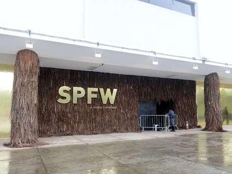"""<p>Una de las más importantes semanas de la moda del mundo, la Sao Paulo Fashion Week (SPFW) regresa a su sitio original, el edificio de la Bienal, en el Parque Ibirapuera. La escenografía de la edición de verano 2014, llevada a cabo entre los días 18 y 22 de marzo, fue idealizada por los prestigiosos hermanos Campana, quienes usaron como tema para este año la """"naturaleza creativa"""".</p>"""