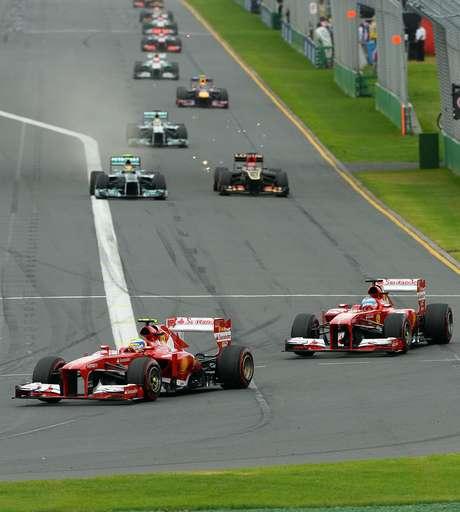 <p>Massa voltou dos boxes atrás de Alonso após a Ferrari atrasar sua segunda parada em duas voltas</p>