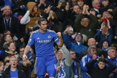 Meio-campista Frank Lampard do Chelsea celebra gol contra o West Ham durante a Premier League inglesa de futebol, em Stamford Bridge, Londres, 17 de março de 2013. Chelsea venceu o West Ham por 2 x 0 e ultrapassou o rival Tottenham Hotspur, com direito a gol de número 200 de Lampard. 17/03/2013