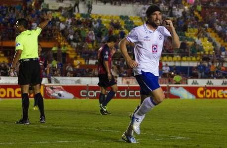 <p><strong>El héroe:</strong>No importa la manera, lo rescatable fue el doblete con el que Mariano Pavone encaminó a Cruz Azul a una goleada 3-0 sobre Atlante, para romper la mala racha celeste.</p>