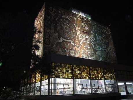 O campus da Universidade Autônoma do México, na capital do país, é um passeio para encher os olhos, pois muitos de seus prédios são decorados pelos mais famosos artistas plásticos nacionais, como Juan O´Gorman, que pintou todas as paredes da Biblioteca Central