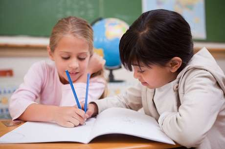 Desempenho na escola pode piorar com o uso de óculos, devido a bullying
