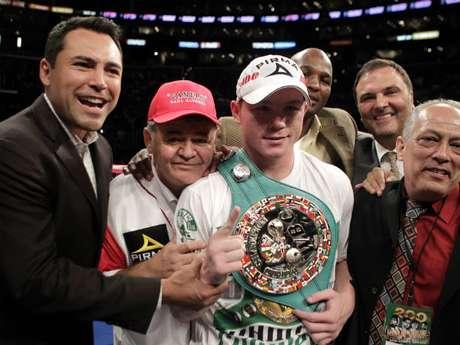 Golden Boy Promotions trabaja con grandes estrellas del boxeo como Floyd Mayweather Jr., Víctor Ortiz, Bernard Hopkins, Adrien Broner y Saúl Alvarez (foto).