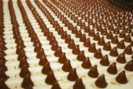 Com produção delicada, chocolate exige temperatura e umidade específicas para chegar às prateleiras