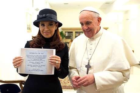 <p>Una de las primeras en llegar a Roma fue la presidenta argentina Cristina Kirchner, jefa de Estado del país de origen del hasta ahora arzobispo de Buenos Aires, Jorge Bergoglio, y la primera en ser recibida por el primer pontífice latinoamericano.</p>
