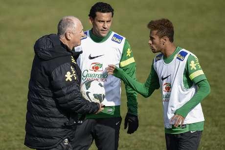 <p>Fred acha que seu companheiro de ataque deve continuarjogando no Brasil </p>