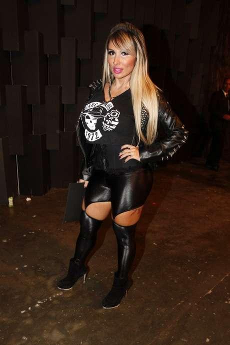 Sabrina Boin Boing apostou em um visual com roupas pretas para o SPFW