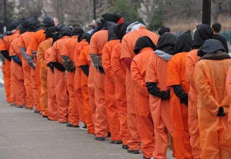 """<p>""""No creo que la respuesta del Pentágono y las autoridades de Guantánamo nieguen o disminuyan la gravedad de lo que está sucediendo, ya que sólo conducirá a un resultado peor"""", advirtió el Sr. Farah, del Centro para los Derechos Constitucionales.</p>"""