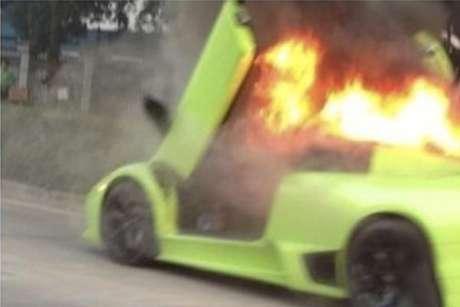 Fotos Lamborghini Murcielago incendiandose