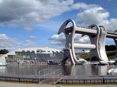 <p>ARoda de Falkirk é umelevador rotativo foicriadopara transportar embarcações</p>