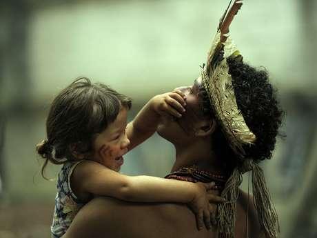 <p>Indígenas prometem resistência a ordem de despejo de terreno próximo ao Maracanã</p>