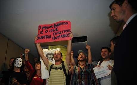 Manifestantes protestam na Câmara