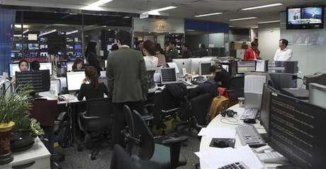 Computadores são vistos com problemas após um ataque de hackers a principal redação da emissora YTN, em Seul. Autoridades sul-coreanas investigam um ataque de hackers que derrubou os servidores de três emissoras de TV e dois grandes bancos. 20/03/2013