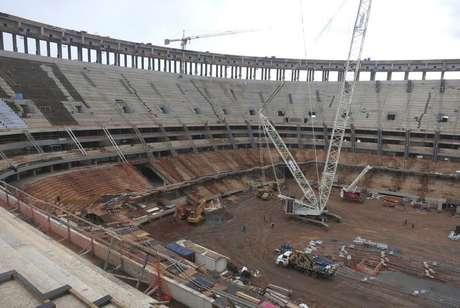 <p>Construção no Estádio Mané Garrincha em Brasília está atrasada</p>