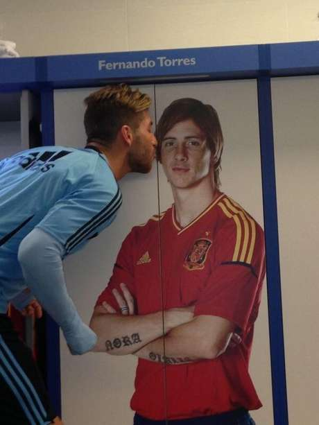 <p>Sergio Ramos parabenizou Fernando Torres pelo Twitter</p>