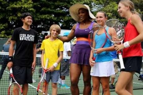 <p>Gravação contou com participação de jovens atores e fãs de tênis</p>