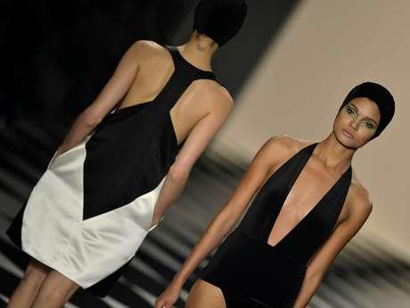 <p>A tendência preto e branco apareceu com força na passarela e nos corredores do SPFW e é uma aposta sem erro para quem quer um look atual por várias estações</p>