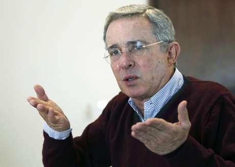 <p>El fallecido<strong>Hugo Chávez</strong>acusó a Uribe en varias ocasiones de planes de magnicidio en su contra durante su mandato.</p>