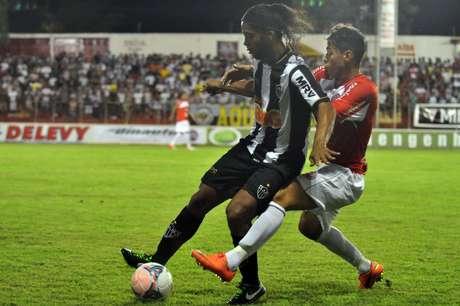 <p>Ronaldinho marcou um dos gols da vitória do Atlético-MG, a quinta do time em seis jogos pelo Campeonato Mineiro</p>