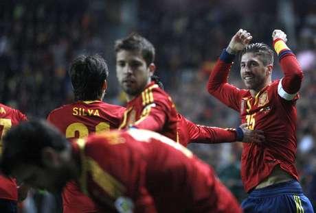 Ramos marcó en su partido número 100, pero España no pudo pasar del empate 1-1 con Finlandia.