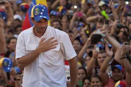 <p>El líder opositor venezolano, Henrique Capriles, realizó acto político este jueves, en su visita al Estado Carabobo-Naguanagua (Venezuela)</p>