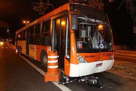 <p>A faixa de ônibus no sentido bairro ficouinterditada para o trabalho de perícia da Polícia Civil</p>