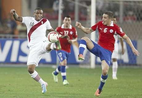 <p>Farfán dejó todo en la cancha y rompió una racha de ocho derrotas consecutivas ante Chile</p>
