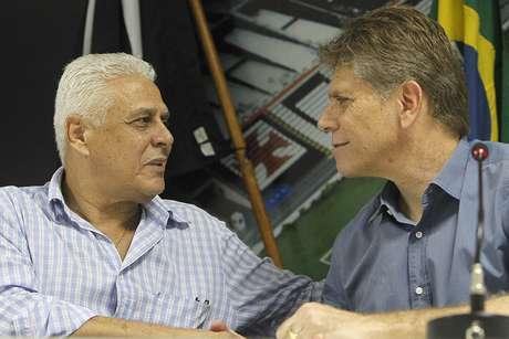 <p>Dinamite (à esq.) crê que Vasco vai brigar pelo título do Brasileiro com times que disputam a Libertadores e mais o Botafogo</p>