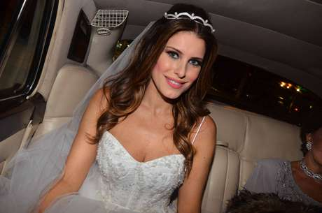 A modelo e apresentadora Ana Luiza Castro se casou neste sábado (23) com o 83dc7574f7