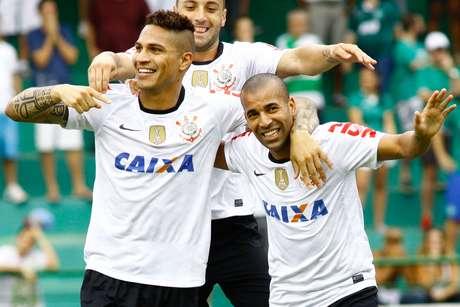 <p>Com gol de Paolo Guerrero no começo da partida, Corinthians vence o Guarani em Campinas por 1 a 0 e permanece entre os primeiros colocados do Campeonato Paulista</p>