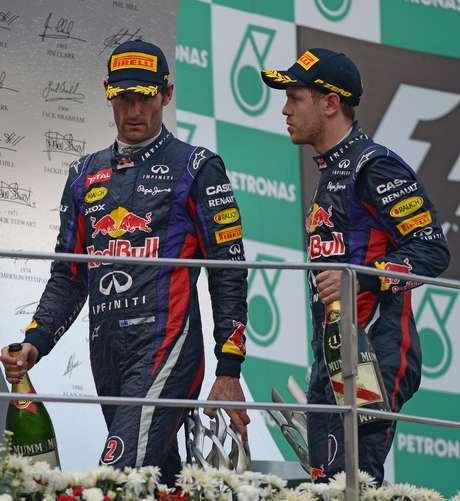<p>Mark Webber mostrou o dedo do meio, não cumprimentou Vettel e ainda reclamou no pódio</p>