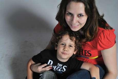 Clara, mãe aos 17 de Pedro (hoje com 4), chegou à universidade por meio de bolsa conquistada com a nota do Enem