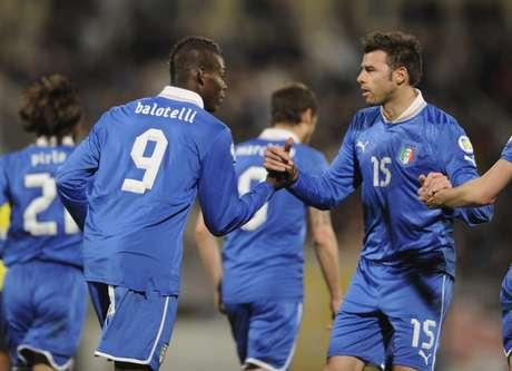 <p>Balotelli fez dois gols no primeiro tempo</p>
