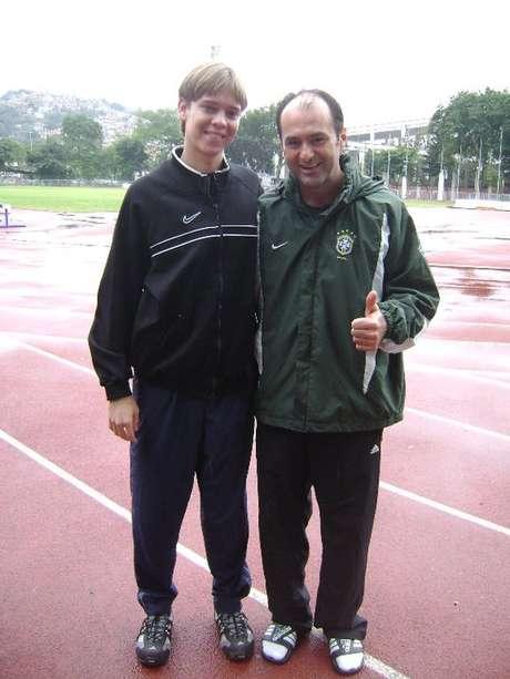 <p>Bennett com Carlos Eugênio Simon: referência</p>